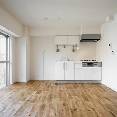 今回の床はワイドオーク!かっこいい空間になりそう!※写真はイメージ