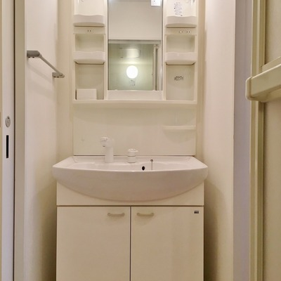 洗面台もどっしり構えています◎