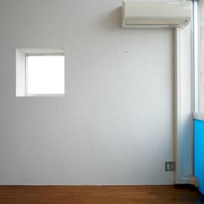 小窓すらおしゃれに見える