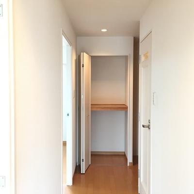 廊下にも物入。有難い!