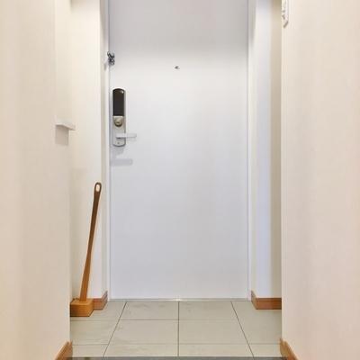 玄関は広々。