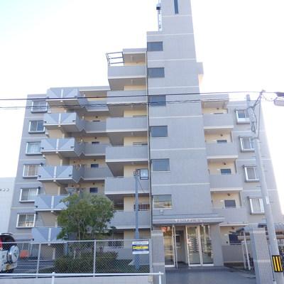 7階建てのマンション。