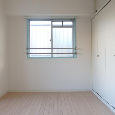 洋室にも窓があります!