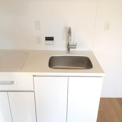 キッチンも白でキレイ!