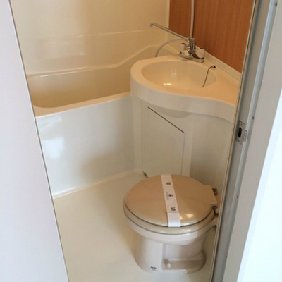 トイレは既存ですが塗装してピカピカに!※写真は前回施工の部屋
