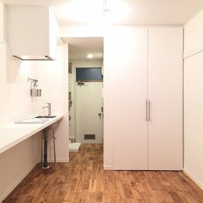 オークの木目がきれいなカッコいいお部屋※写真は前回施工の部屋