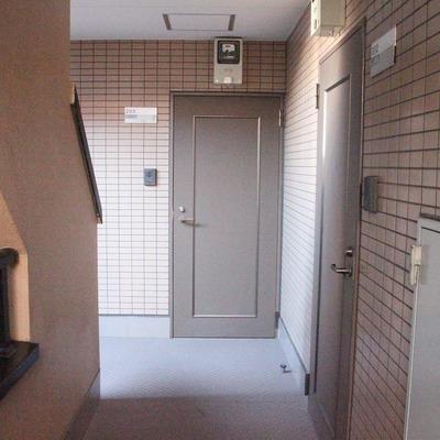 共用廊下にも光が届くので安心です