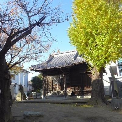 近所には小さな神社もあります。