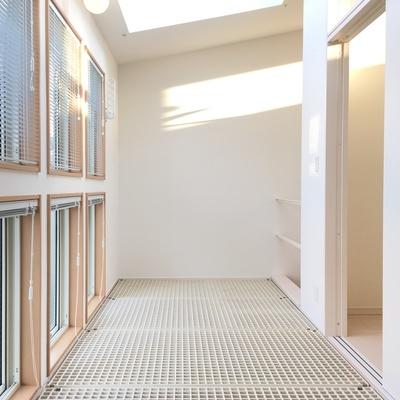 2階サンルーム。ひなたぼっこ。