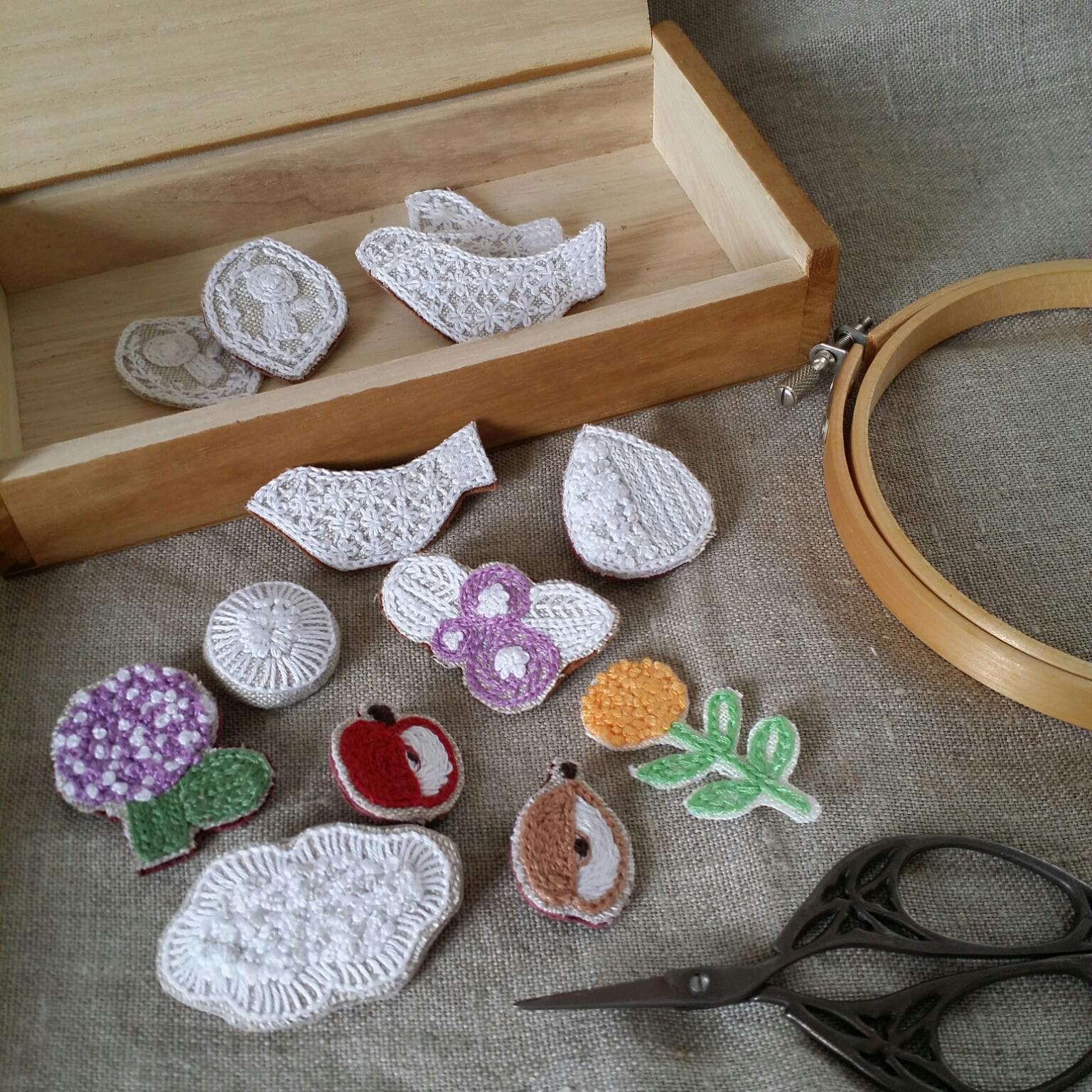 My Desk/ハンドメイド/手作り/刺繍/ブローチ/刺繍ブローチ/手作りのある暮らしに関連する部屋のインテリア実例