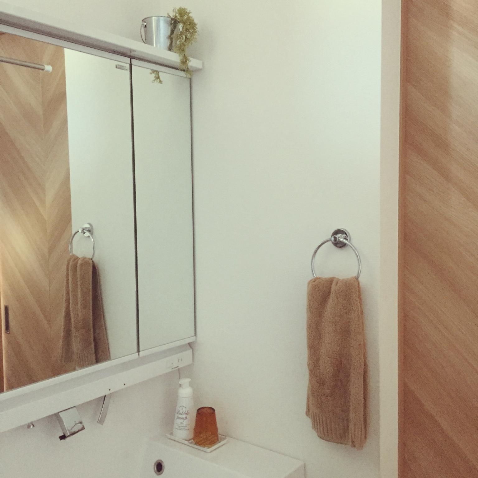Bathroom/洗面所/セリア/ハンドソープ/フェイクグリーン/LIXIL/LIXIL洗面台に関連する部屋のインテリア実例
