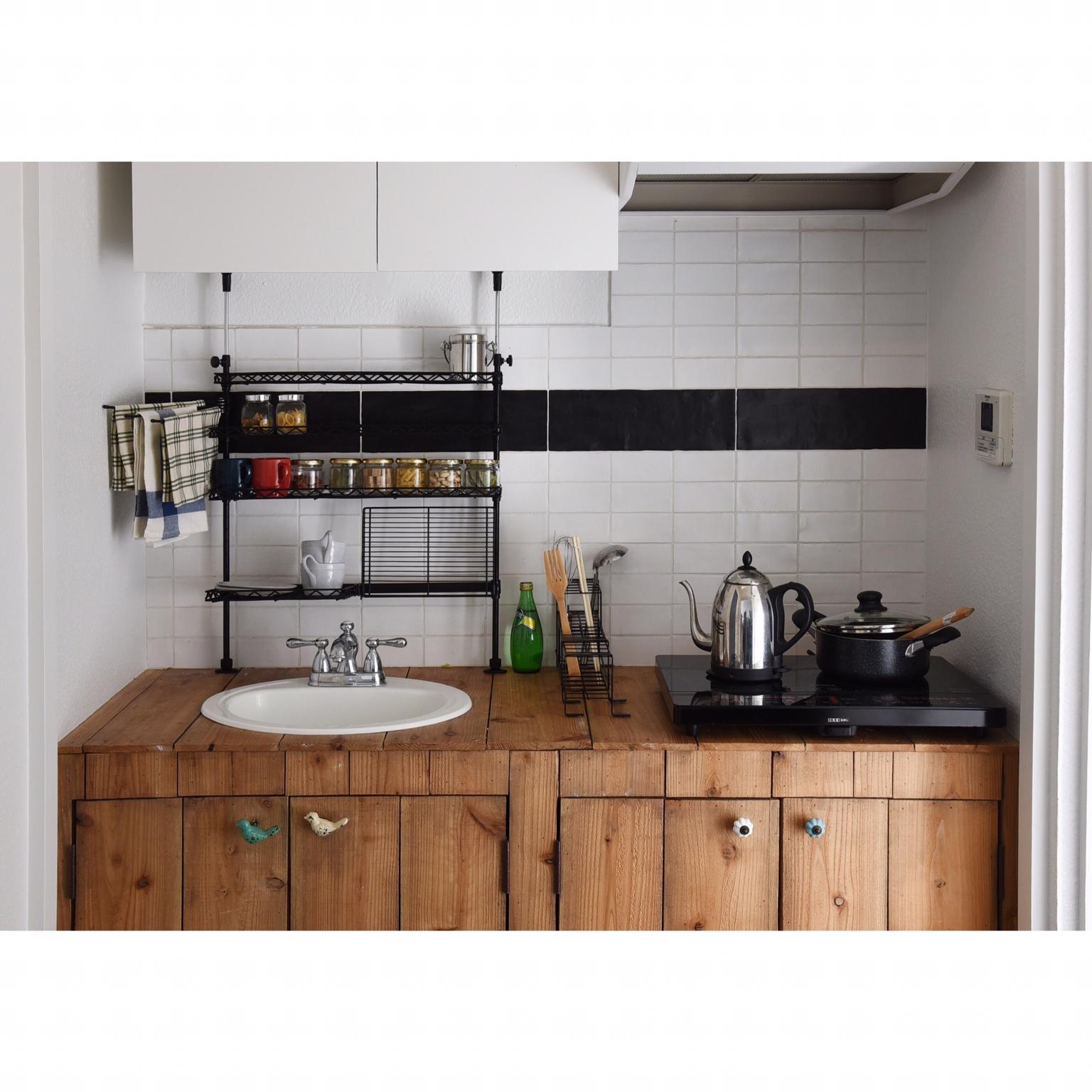 木製スツール/コンロ周り/調味料棚/セリア/白いアイテム/ホワイト好き…などに関連する他の写真