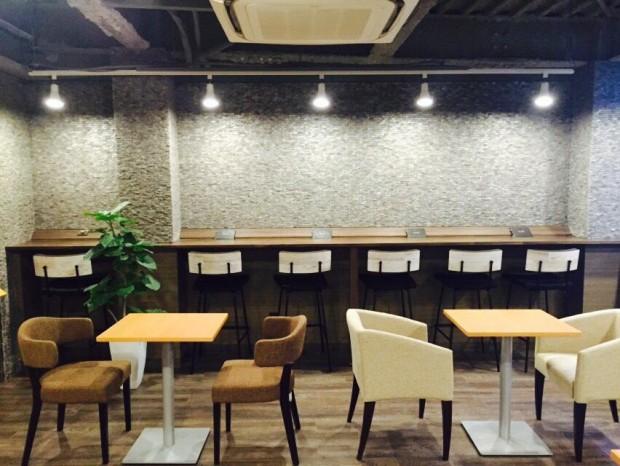 知るカフェ東大店 内観