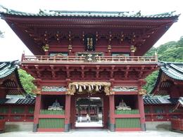 浅間神社は、神部神社、浅間神社、大歳御祖神社の三社からなる大社で、古来、人々の信仰と統治者の手厚い保護を得てきた。当神社は、賤機山(しずはたやま)の山麓にある。