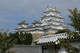 <p>姫路城の西の丸東の石段から天守を撮影。</p> <p>西の丸では、映画『大奥』(2006年)の撮影が行われたらしい。</p>