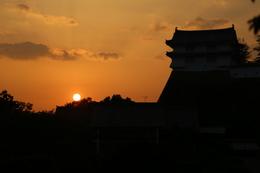 【姫路城の日没】右の櫓は姫路城西の丸のカの櫓。