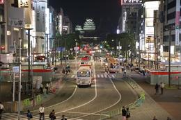 【姫路駅からライトアップ姫路城大天守撮影】姫路駅の2Fからライトアップされた姫路城大天守を撮影。 ちゃんといい感じで撮影できる場所を設置してもらっているのは好感度が高い。