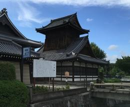 【西本願寺の太鼓楼】池田屋事件以降、勢威を増した新選組は西本願寺の太鼓楼と北集会所を屯所とした。