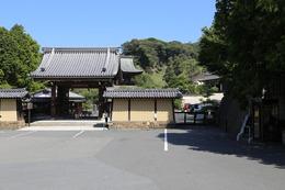 【北条時頼】鎌倉五山第一位の建長寺。<br>北条時頼は、宋の禅僧、蘭渓道隆を迎えて、建長寺を建立した。<br><br>北鎌倉にある。<br>かつては巨福呂坂切通しを通って、鶴岡八幡宮の西側に出られた。