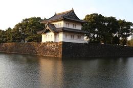 江戸城の巽櫓。<br>江戸城に3つ現存する櫓の1つ。<br><br>夕暮れ時に撮影。<br>9月下旬なので、いい風が吹いていた。