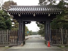 【京都御所】乾御門。禁門の変では薩摩藩兵が固めていた。蛤御門や中立売御門などに比べると小ぶり。