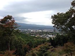 【葛山城】本丸から裾野市の市街地を撮影。