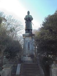 【初沢城】高尾天神社の近くにある菅原道真公像