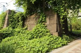 赤坂見附。<br><br>赤坂見附は、江戸城三十六見附の1つで、江戸城の南西に位置する。