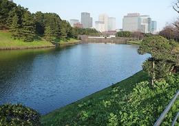 【江戸城】桜田門、遠景。現在の憲政記念館は彦根藩邸跡にある。<br>桜田門外の変の日、彦根藩邸を出た井伊直弼はわずか500mほどの桜田門に入る前に襲撃され、暗殺された。<br>マップで見ると、その近さが分かると思う。<br><br>なお、桜田門外の変の日は1860年3月24日で、3月下旬だったが、季節外れの大雪だったという。