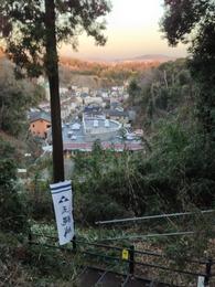 【玉縄城】七曲坂の上から東側の市街地を撮影。