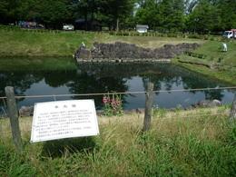 【駿府城】駿府城の本丸堀。駿府城は今川館跡に建てられた。今川館についてはよく分かっていないようだ。<br>      駿府城は近世城郭なので、丸子城のように霞がかった雰囲気は微塵もなかった。