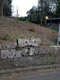 【石神井城】駐車場の北東から道場寺の隠れ土塁を撮影。