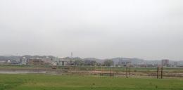 【小沢城】北条氏康が初陣を飾った小沢原付近。中心部の丘陵が読売ランド、左手が小沢城、右手が矢野口。手前の川は多摩川。<br>      矢野口は渡河地点だった。1530年、北条氏康は扇谷上杉勢を相手に初陣した(小沢原の戦い)。