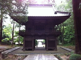 【小山田城】山門。鎌倉的な谷戸の城。