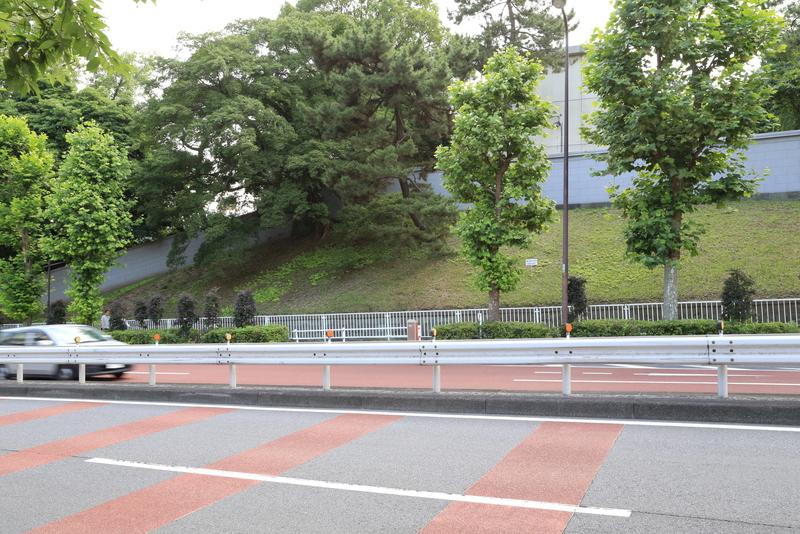 【江戸城】元紀伊徳川中屋敷、現赤坂迎賓館の東側。喰違見附の対面を固めている。かなり高くて傾斜があり、威圧感があった。ただ、守るなら堀はほしいところ。当時はどうだったのだろうか。