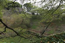 【江戸城】右上が田安門で、左下が牛ヶ淵。<br>      ここから、北の丸に入ることができる。北の丸は、江戸城内濠の北西に突き出た曲輪。<br><br>      内部の桝形は現在改修中だった。<br>      来年(2014年)の3月まで続くようなので、要注意。<br>      http://www.bunka.go.jp/oshirase_other/2013/juyobunkazai_kyuedojo.html