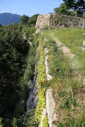 【竹田城】南千畳の南側の石垣。<br>      急傾斜。