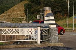 【竹田城】円山川の橋に、城が!<br>      さらに見ると、手すりは瓦になっている(笑