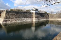 【大阪城】手前が南外堀で、中央が一番櫓。<br>      左の石垣隅に、二番櫓があったが、昭和20年の空襲で焼失した。
