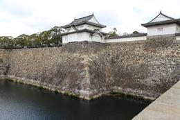 【大阪城】大手門の北にある千貫櫓。<br>      大砲がない時代、恐るべき横矢掛かりだったと思われる。石山本願寺時代からあったと伝わる。