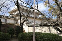 【大阪城】千貫櫓の裏側。<br>      裏側は窓などはなく、「のっぺらぼう」になっている。