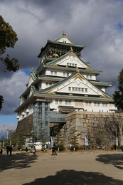 【大阪城】現在の大坂城天守は、1931年に鉄筋コンクリートで建てられた。<br>      建築資金は、大阪市民が寄付金47万円で賄ったという。