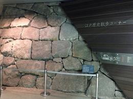 【江戸城】南北線市ヶ谷駅地下の石垣の全体像。<br><br>10m弱ほどの石垣だが、矢穴、刻印、間石、グリ石(裏込)、飼石など、盛りだくさん。
