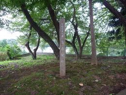 <p>岩原城址の標柱。</p>