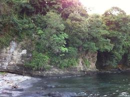 【新井城】米蔵だったという洞窟