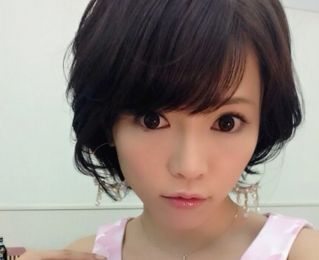 釈由美子が整形で顔に変化?劣化で肌がボコボコに?画像あり。