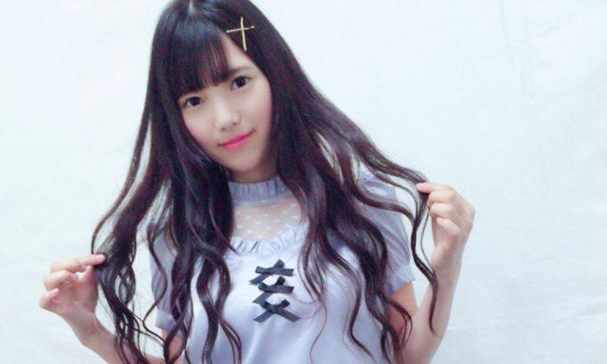 欅坂46・上村莉菜のナチュラルメイク!ポイントはストレートヘアとピンクリップ
