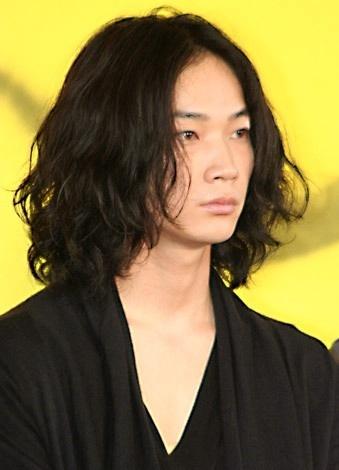 綾野剛の髪型はドラマや映画で七変化 無造作ヘアスタイルがかっこよすぎる!ロングヘア時代も雰囲気抜群