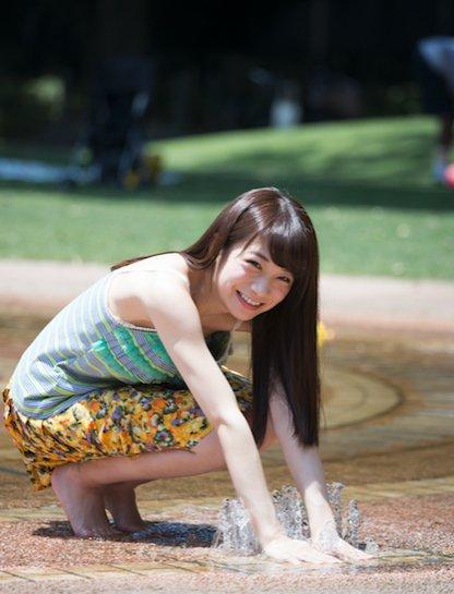 カルチャー誌「BUBKA」の2016年9月号グラビアに登場した秋元真夏。