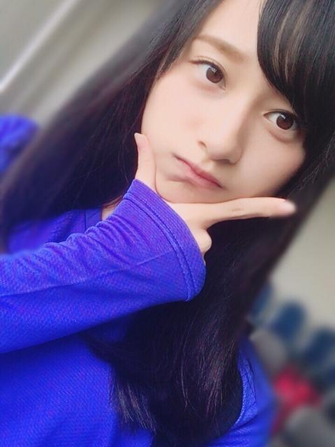 公式ブログで投稿されたセルフィーショット。平手友梨奈といい、欅坂46グループには大人っぽいアイドルが多く集まる。